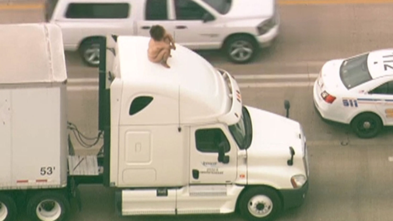 Naked woman dancing atop 18-wheeler slows traffic in Houston