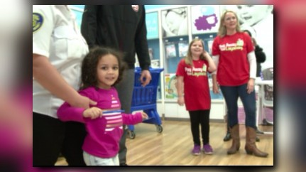 Atlanta Hawks star help families pay for Christmas gifts