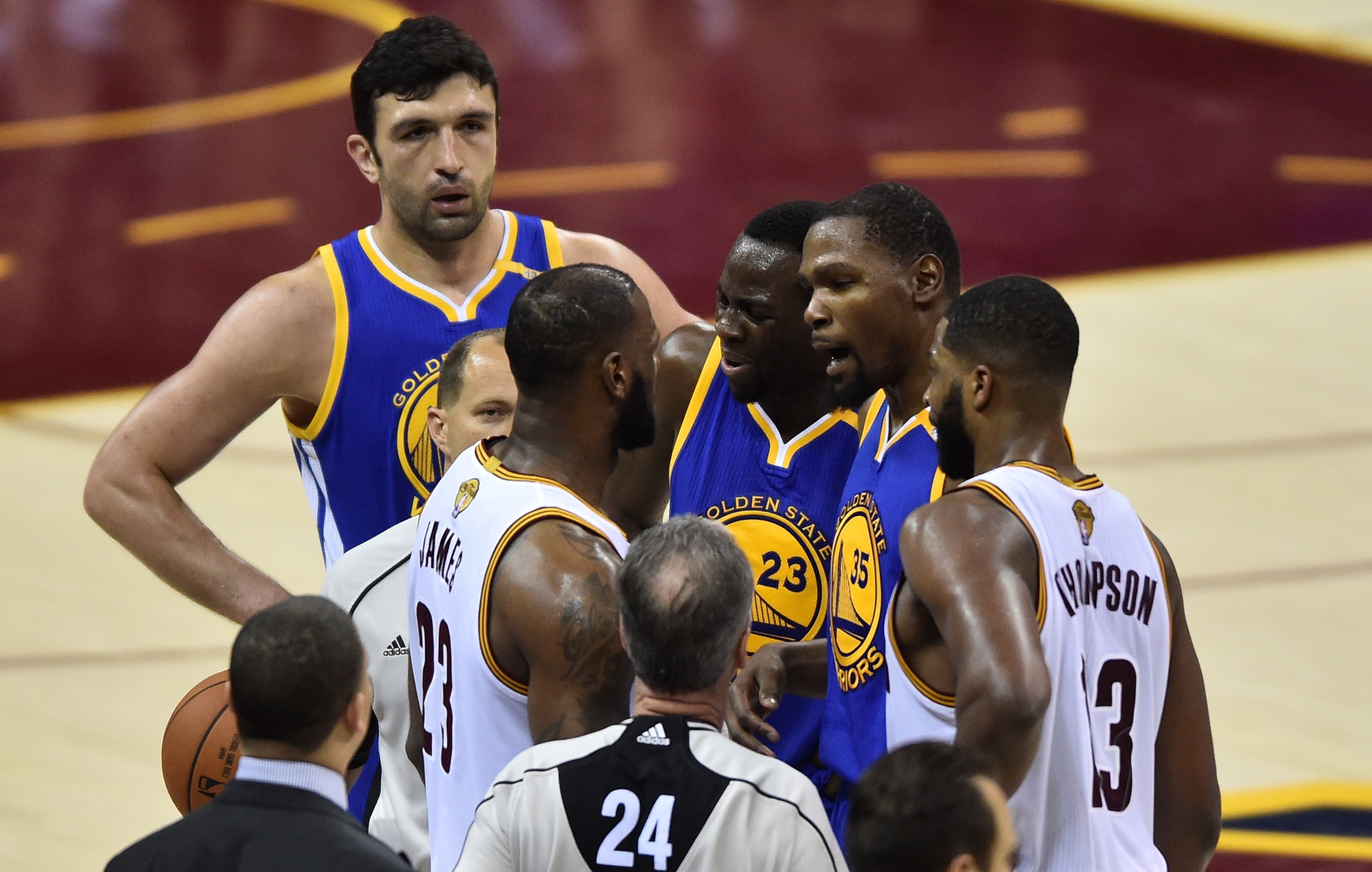 d066b0726a7 nydailynews.com Cavs avoid getting swept by Warriors in chippy game 4