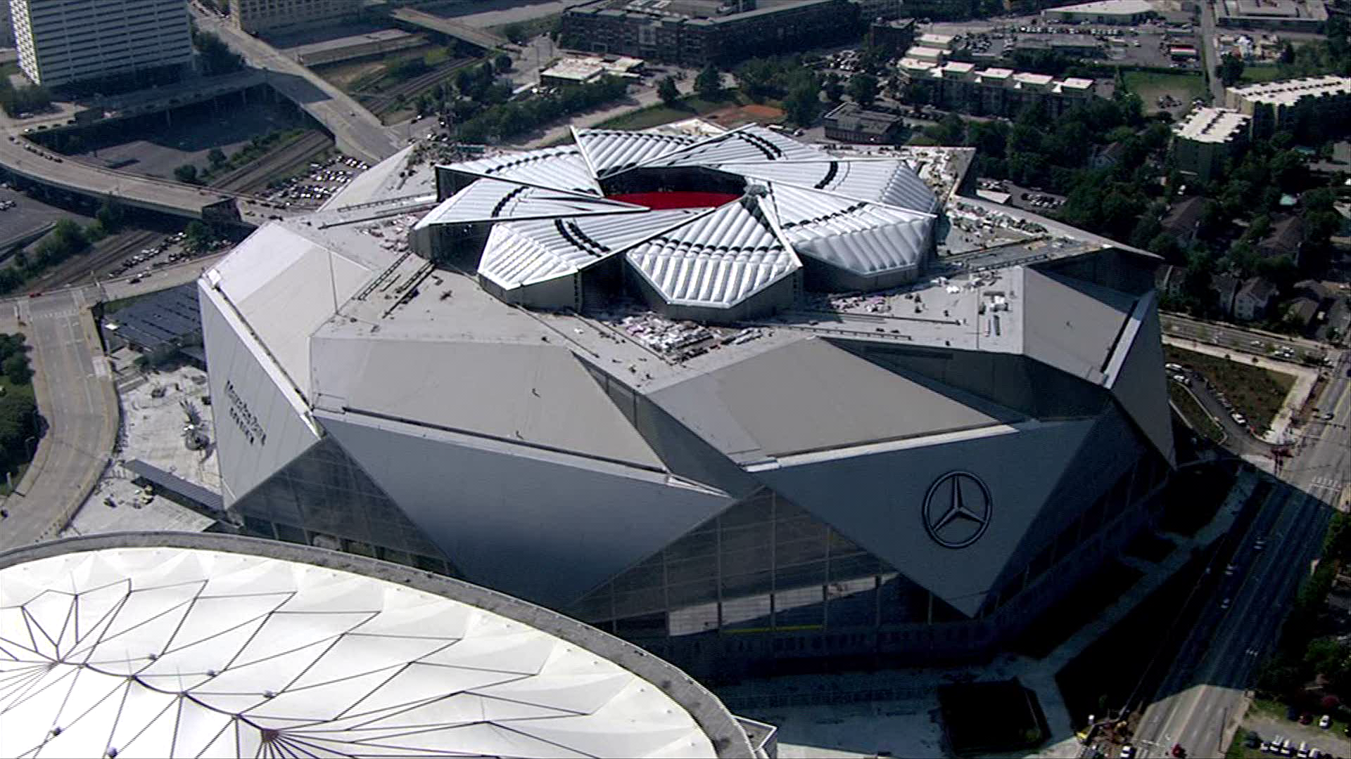 With roof incomplete is mercedes benz stadium safe for Mercedes benz dome georgia