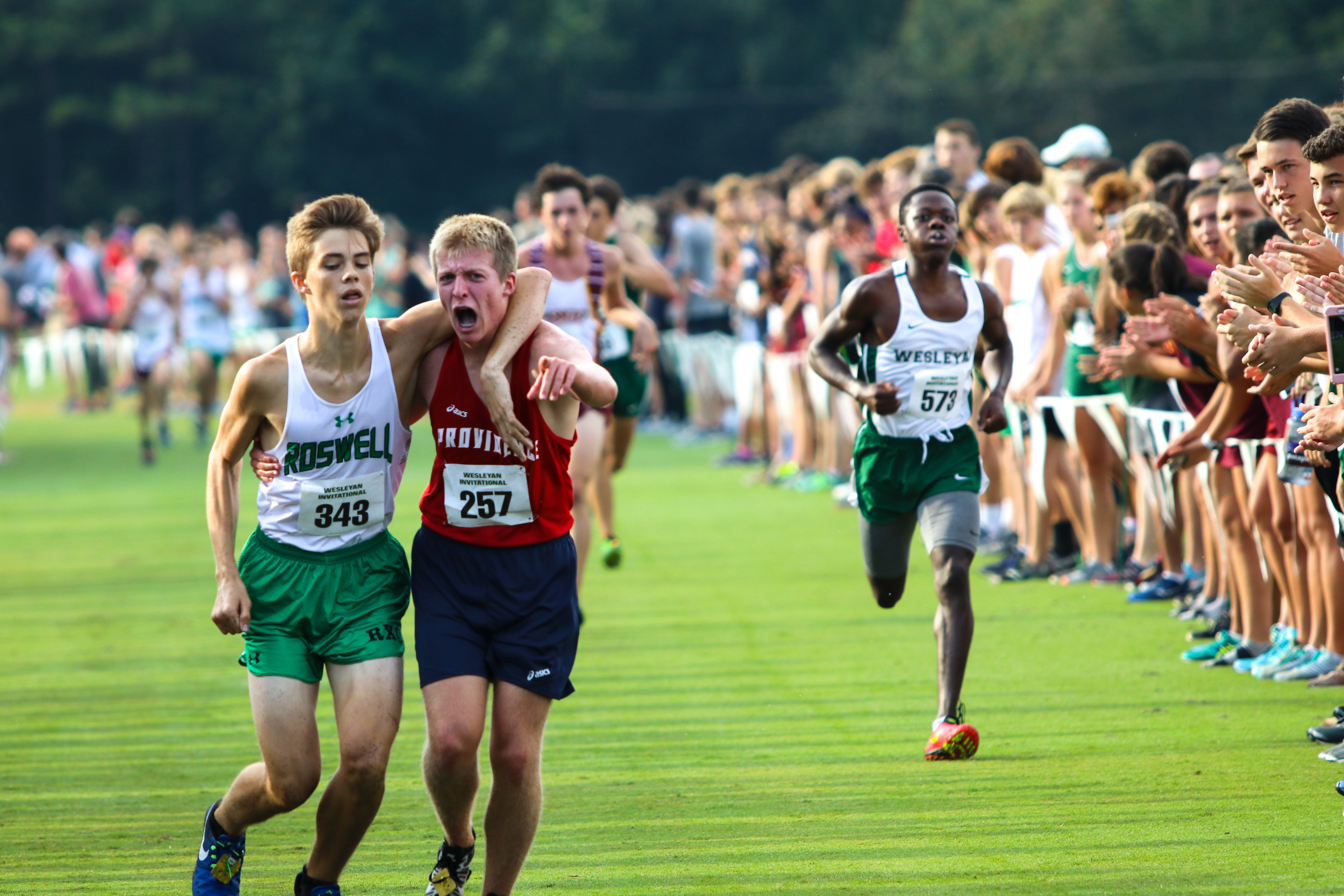11alive Com High School Runner Carries Competitor To The