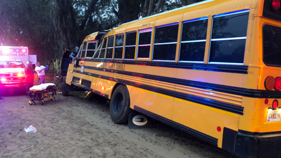 1 dead in school bus crash outside Savannah